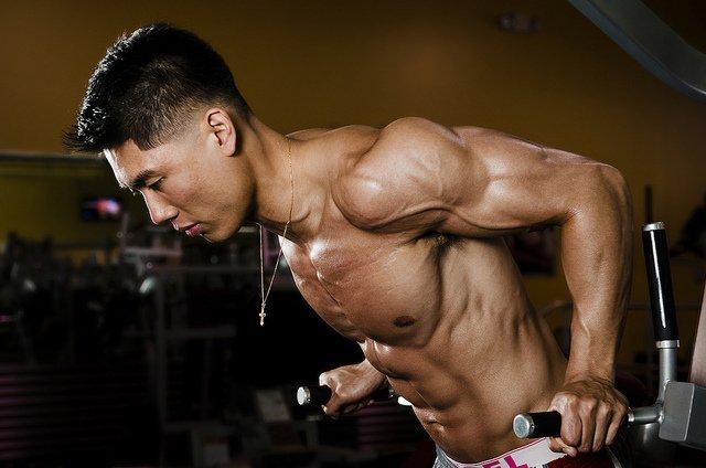 Hyperbody aixiiando a ganhar massa muscular